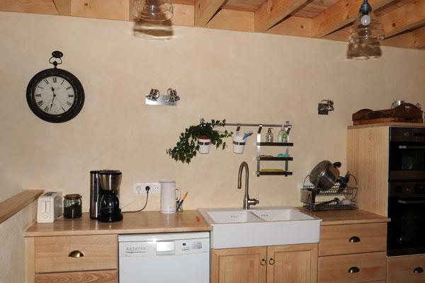 aménagement intérieur cuisine en bois massif sur mesure