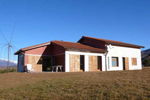 architecte: gestion du confort d'été, brise soleil, volets coulissants, maison bioclimatique
