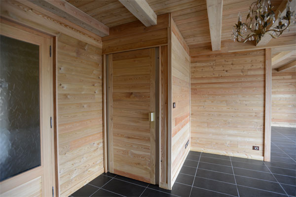 chalet et habillage interieur en bois meleze